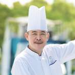 Master Chef Chong Kwek Leong began his journey in the culinary world as a young apprentice cook learning the art of Szechuan cuisine and has been pursuing his culinary vision ever since.