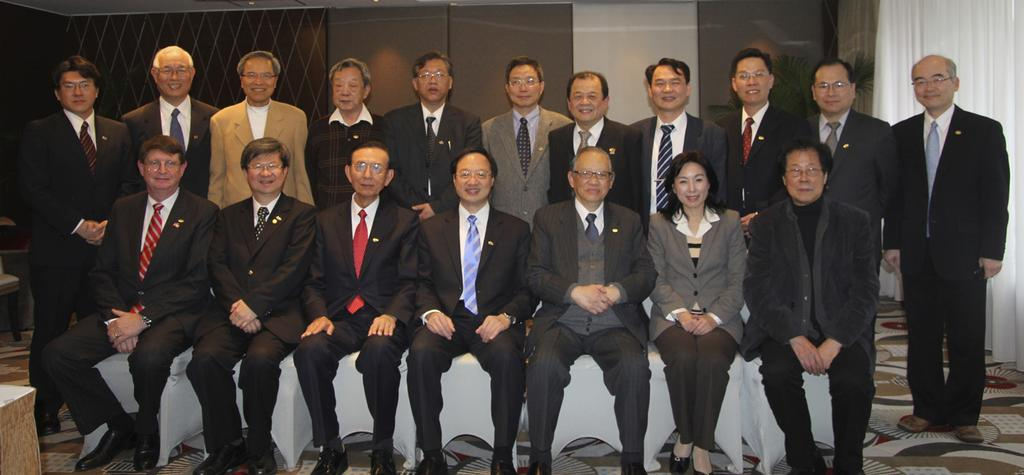TAIWAN FULBRIGHT ALUMNI ASSOCIATION 台灣傅爾布萊特學友會 The Taiwan Fulbright Alumni Association consists of professionals and scholars who have studied or conducted research in the US over the last 50 years.