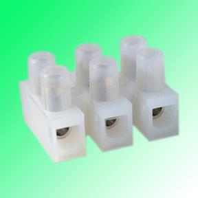 Connectors with/without wire protector high-temperature resistant* High grade flexible strips Resistant to temperature up to 100 C (to 140 C) Multiple approvals Raised base Available with or without