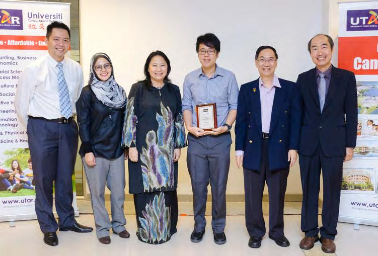 In Search Once again rewarding a UTAR student s achievements in the field of Chemistry, the Synthomer Best Chemistry Graduate Award Presentation Ceremony 2016 was held on 26 August 2016 at the Kampar