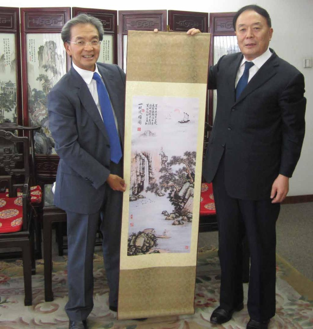 NEWS & EVENTS 每月要聞 Bolstering aviation ties 推進航空合作 Airport Authority (AA) Chairman Jack C K So recently met with Director General of the Civil Aviation Administration of China (CAAC) Li Jiaxiang in