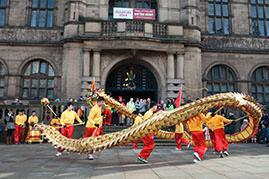 With the assistance of the committee of the Sheffield Chinese Association and the escort support from the police, the operation of the whole event could smoothly be completed.